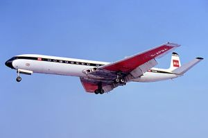 450px-BEA_de_Havilland_DH-106_Comet_4B_Berlin